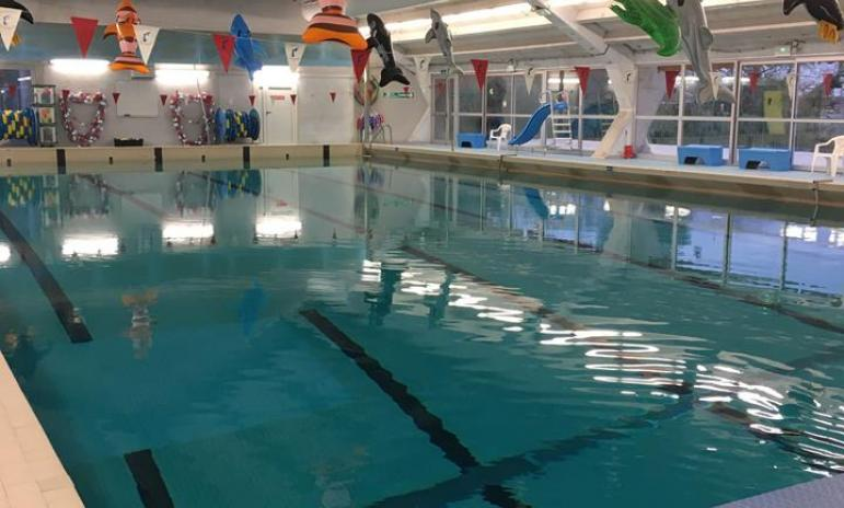Fermeture exceptionnelle de la piscine intercommunale de for Colle pour pvc piscine